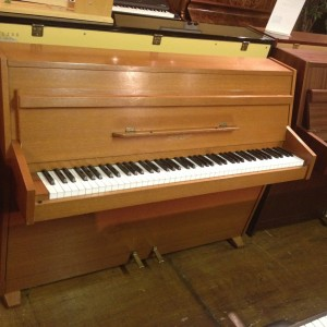pre owned pianos 600 1500 vale pianos vale pianos. Black Bedroom Furniture Sets. Home Design Ideas